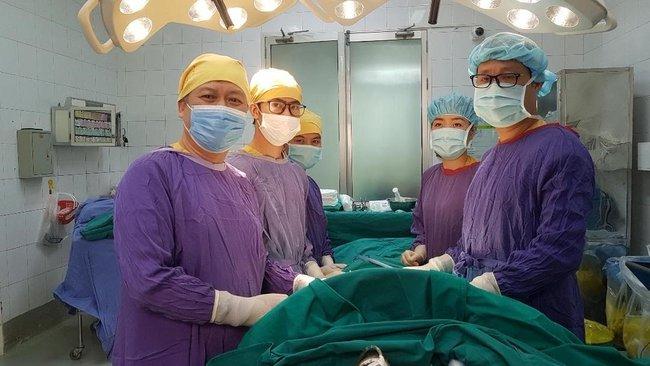 Kíp phẫu thuật cho bệnh nhân nuốt dị vật