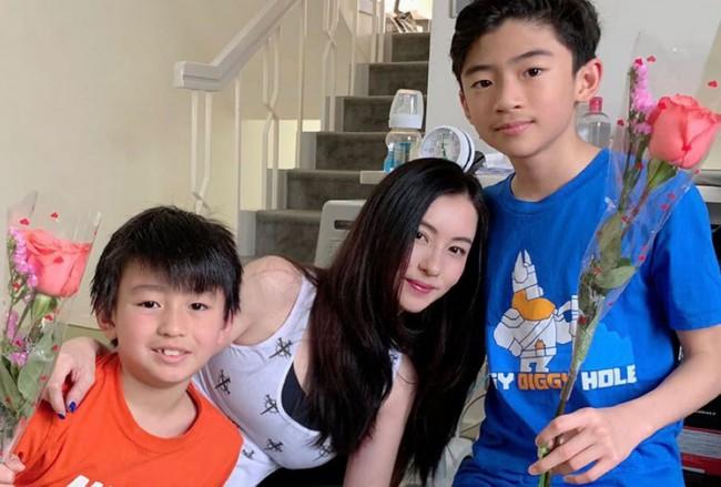 Chỉ với câu nói này, con trai cả của Tạ Đình Phong đã tiết lộ lý do Trương Bá Chi không thể công khai bố ruột đứa con thứ 3? - Ảnh 2.