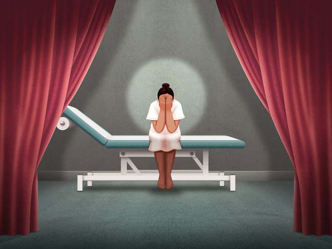 """Dịch vụ """"Kiểm tra màng trinh"""": Nỗi đau con gái phải gánh chịu khi bị bố mẹ bắt chứng minh sự trinh trắng từ bé và hệ lụy dẫn đến cái chết - Ảnh 1."""
