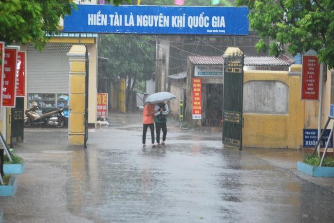 Ninh Bình: Học sinh nội bì bõm trước giờ G tại điểm cầu trực tiếp đường lên đỉnh Olympia tại trường làng - Ảnh 8.