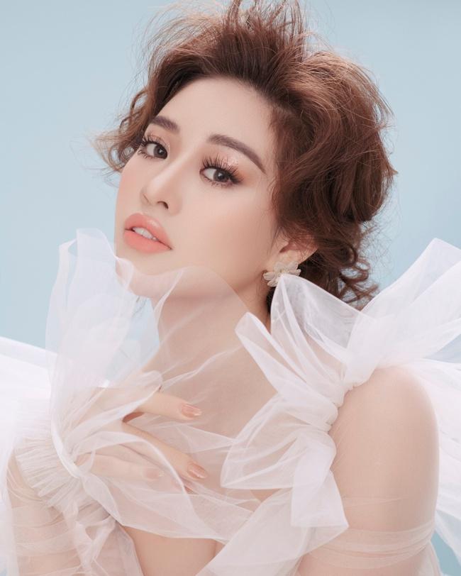 Hoa hậu Khánh Vân biến hóa từ nàng công chúa tinh khôi trở thành một nữ hoàng quyền lực, lạnh lùng - Ảnh 2.