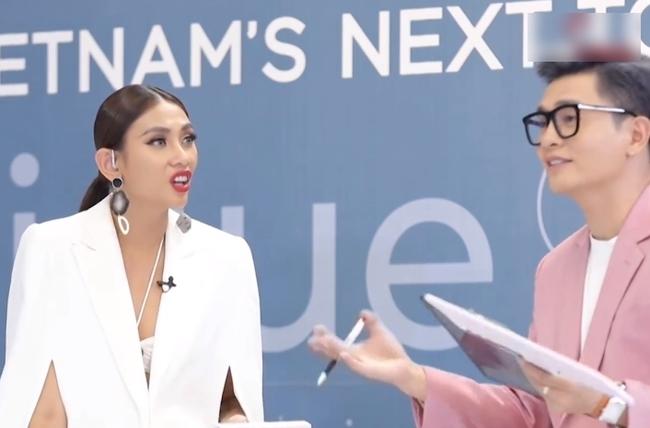 """""""Vietnam's Next Top Model"""": Sốc với màn hóa trang thành thỏ của thí sinh nam, Nam Trung - Võ Hoàng Yến liền tranh cãi - Ảnh 4."""