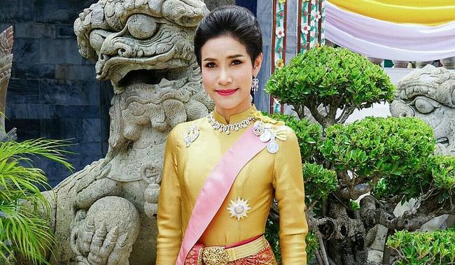 Vua Thái Lan phục vị cho Hoàng quý phi sau gần 1 năm phế truất - Ảnh 1.