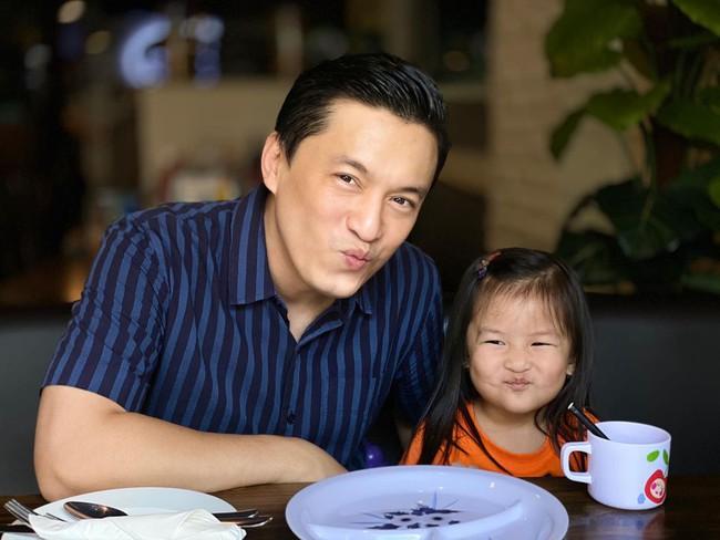Lam Trường hẹn hò với con gái cưng.