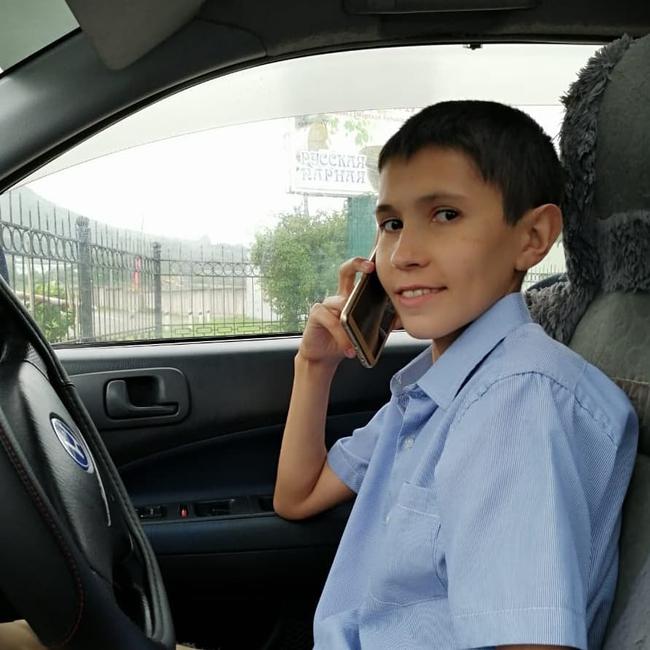 14 tuổi đã có bạn gái, lái xe và đi săn, thiếu niên thoải mái làm mọi thứ mà không bị cảnh sát tuýt còi nhờ vào một bí mật - Ảnh 3.