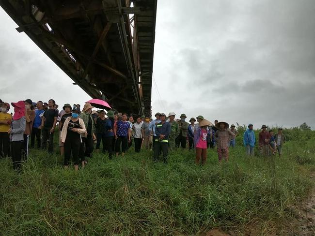 Bắc Giang: Thấy cô gái ngã xuống sông, tài xế xe tải lao xuống sông cứu bất thành - Ảnh 3.