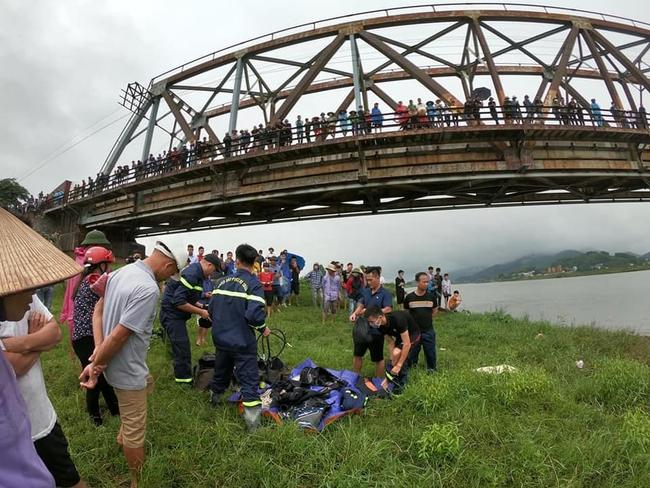 Bắc Giang: Thấy cô gái ngã xuống sông, tài xế xe tải lao xuống sông cứu bất thành - Ảnh 2.