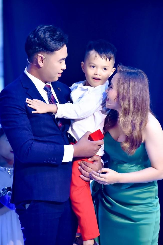 Mẹ đơn thân được chàng trai 24 tuổi cầu hôn ở show mai mối của Xuân Bắc - H'Hen Niê  - Ảnh 10.