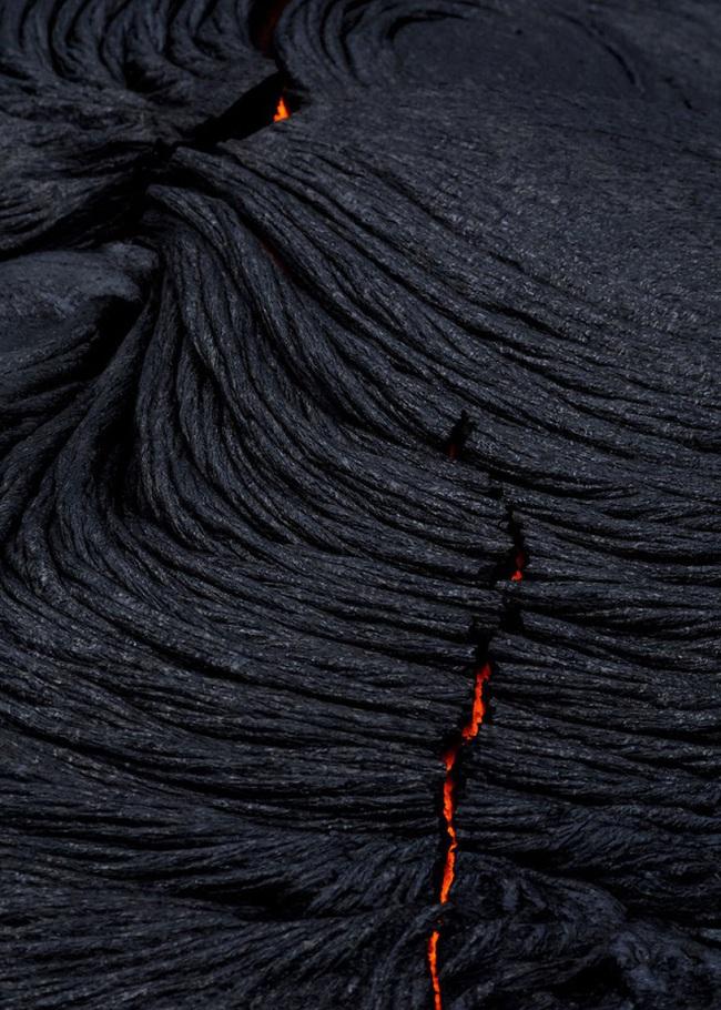 Suýt thiêu cháy camera trên miệng núi lửa, nhiếp ảnh gia lại thu được những khoảnh khắc không tưởng - Ảnh 5.