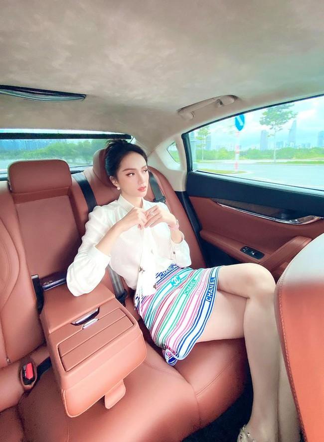 """Hương Giang nói: """"Muốn ngồi ở một vị trí không ai ngồi được thì vô xe khoá cửa lại không cho ai vào ngồi là xong""""."""