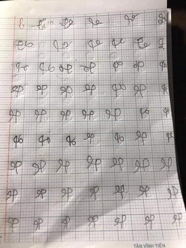 Khoe chữ con học lớp 1 đang tập viết, các mẹ ôm bụng cười lăn lộn vì cứ ngỡ chữ của người ngoài hành tinh - Ảnh 3.