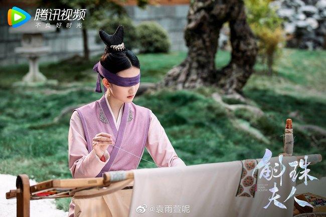 """""""Cửu Châu Hộc Châu phu nhân"""": Dương Mịch mặc áo trắng đẫm máu, tiết lộ đã cầm nhầm kịch bản  - Ảnh 10."""