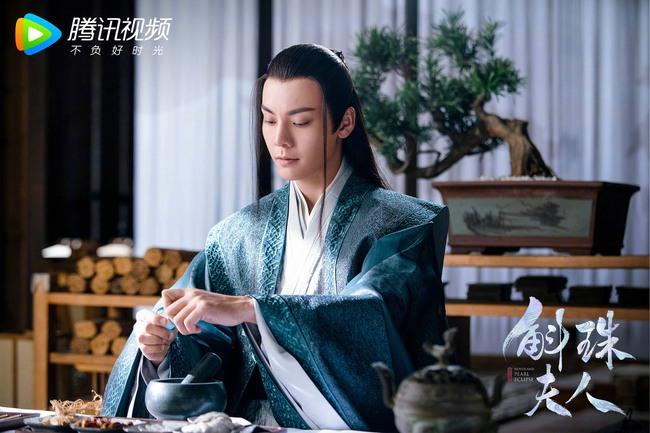 """""""Cửu Châu Hộc Châu phu nhân"""": Dương Mịch mặc áo trắng đẫm máu, tiết lộ đã cầm nhầm kịch bản  - Ảnh 3."""