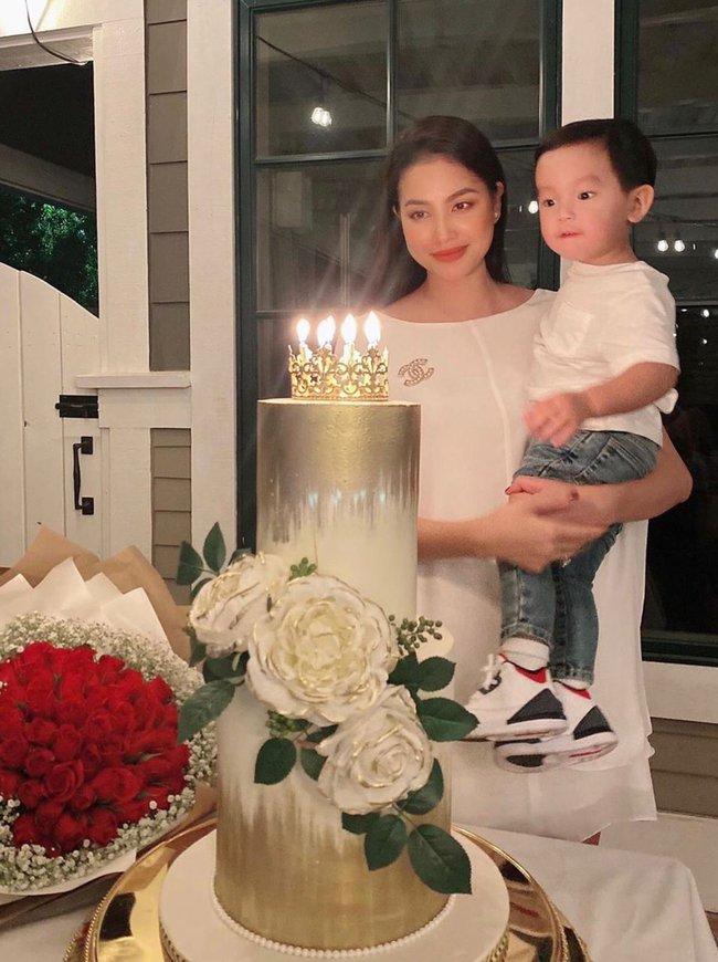 """Mới đó mà con trai Phạm Hương đã lớn cỡ này, nhìn cậu ấm ai cũng ngưỡng mộ cách nuôi con của """"Hoa hậu quốc dân"""" - Ảnh 1."""