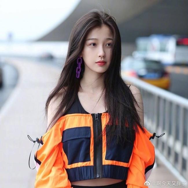"""No.1 Hot Search: Ngu Thư Hân phản ứng khi bị nhận nhầm là """"mỹ nữ đẹp nhất Trung Quốc"""" - Dương Siêu Việt - Ảnh 7."""