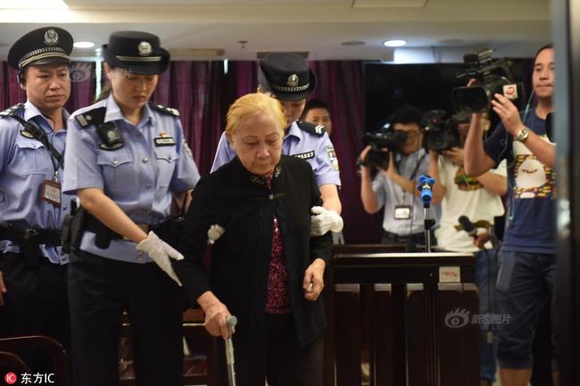 Mẹ già 83 tuổi giết con trai bằng 60 viên thuốc ngủ và những lời khai làm chết lặng cả phiên tòa - Ảnh 2.