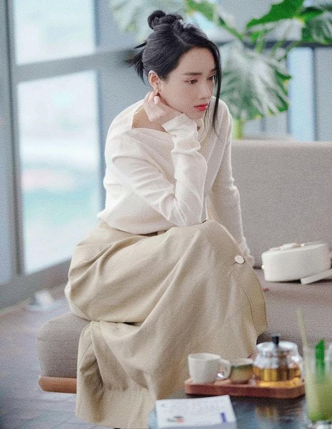 """Nhã Phương băn khoăn: """"Lên đồ đi uống cafe với bạn mà Bi hơi buồn nhẹ hông?""""."""