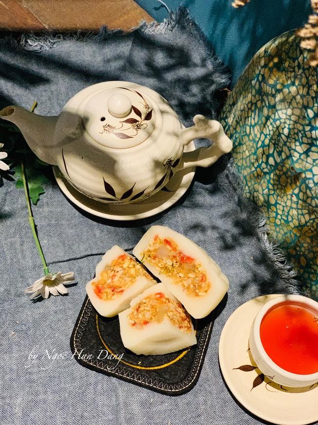 Hoa hậu trổ tài làm bánh Trung thu đẹp lung linh khiến cộng đồng mạng rần rần bão like - Ảnh 2.