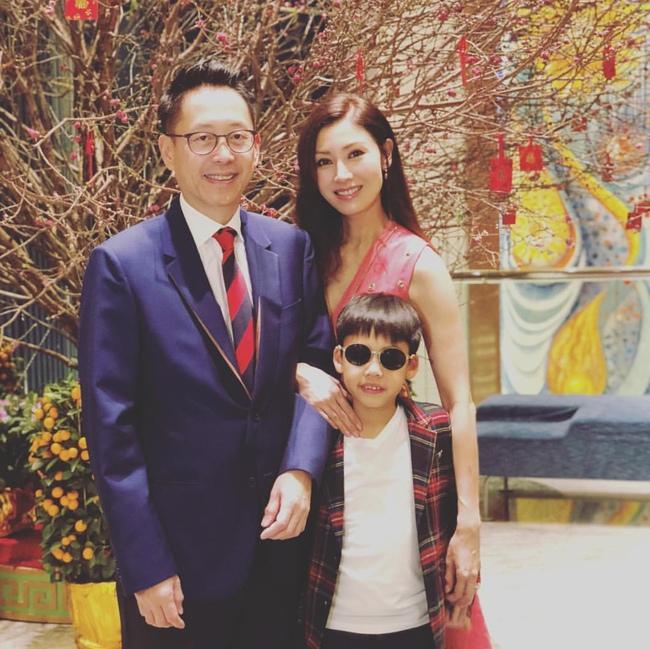Hiện tại cô đang sống hạnh phúc bên Hứa Tấn Hanh và con trai.