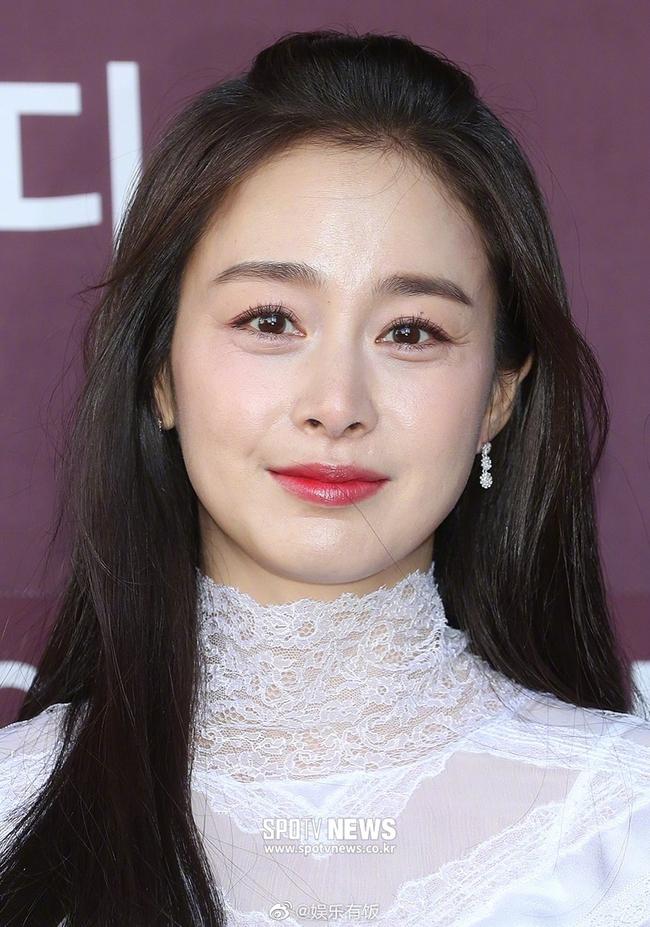 """Nhan sắc thật sự ở tuổi 40 của Kim Tae Hee bị """"bóc trần"""": Hóa ra nhan sắc hoàn hảo bất bại là câu chuyện thuộc về quá khứ  - Ảnh 6."""