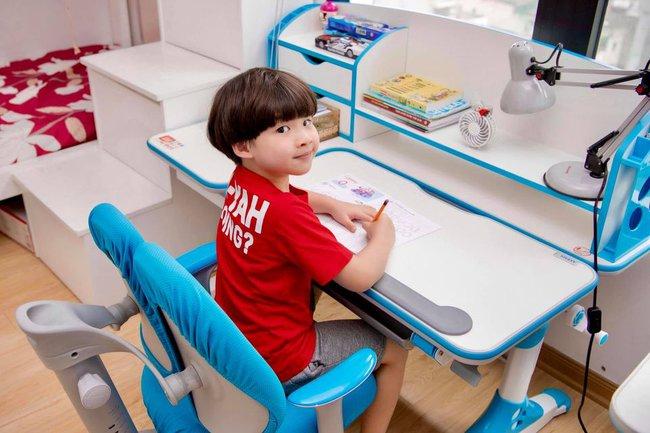 """Không thoát được cảnh đang chơi bị bắt vào học lớp 1, con trai MC nổi tiếng có biểu cảm """"cưng muốn xỉu"""" khiến ai nấy phải ôm bụng cười - Ảnh 2."""