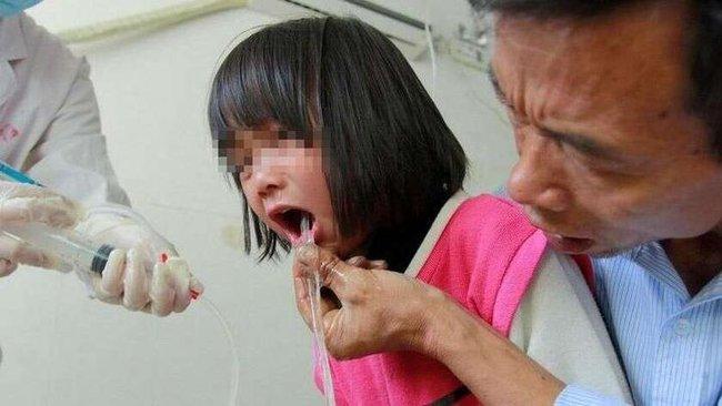 Bé gái 3 tuổi bị ngộ độc chì, bác sĩ: ba loại thực phẩm này cho trẻ ăn càng ít càng tốt - Ảnh 1.