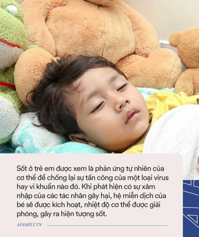 Bác sĩ bệnh viện Nhi chia sẻ những sai lầm khi xử trí bé sốt tại nhà nhiều bố mẹ mắc phải - Ảnh 2.