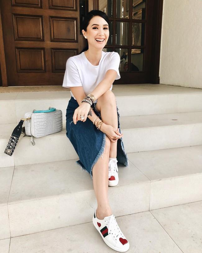 Phu nhân thượng nghị sĩ và cũng là bạn thân Hà Tăng: Chẳng ai nghĩ là 35 tuổi, xem ảnh học được bao nhiêu cách mặc đồ trắng đẹp sang chảnh  - Ảnh 5.
