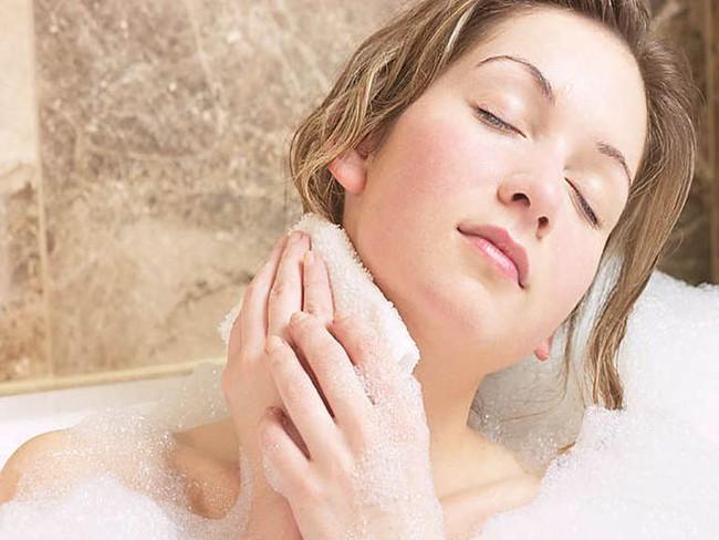 Nếu tắm sai cách sẽ gây hại cho sức khỏe, thậm chí là ngất xỉu, 5 thói quen khi tắm không được khuyến khích - Ảnh 2.