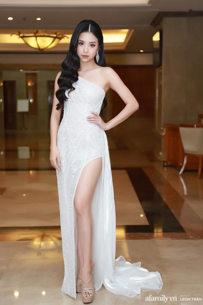 """""""Bóc trần"""" nhan sắc thật của dàn Hoa hậu, Á hậu Việt Nam qua ảnh chưa photoshop, bất ngờ nhất là vẻ già dặn của Tiểu Vy - Ảnh 9."""