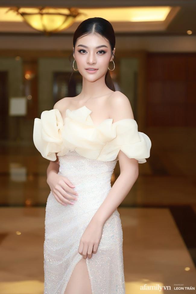 """""""Bóc trần"""" nhan sắc thật của dàn Hoa hậu, Á hậu Việt Nam qua ảnh chưa photoshop, bất ngờ nhất là vẻ già dặn của Tiểu Vy - Ảnh 10."""