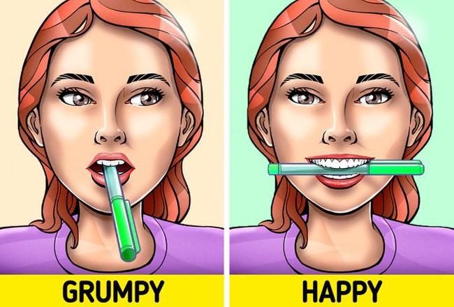 Ngậm 1 cây bút chì trong miệng có thể khiến bạn hạnh phúc hơn, hóa ra nguyên nhân lại đơn giản đến thế - Ảnh 4.