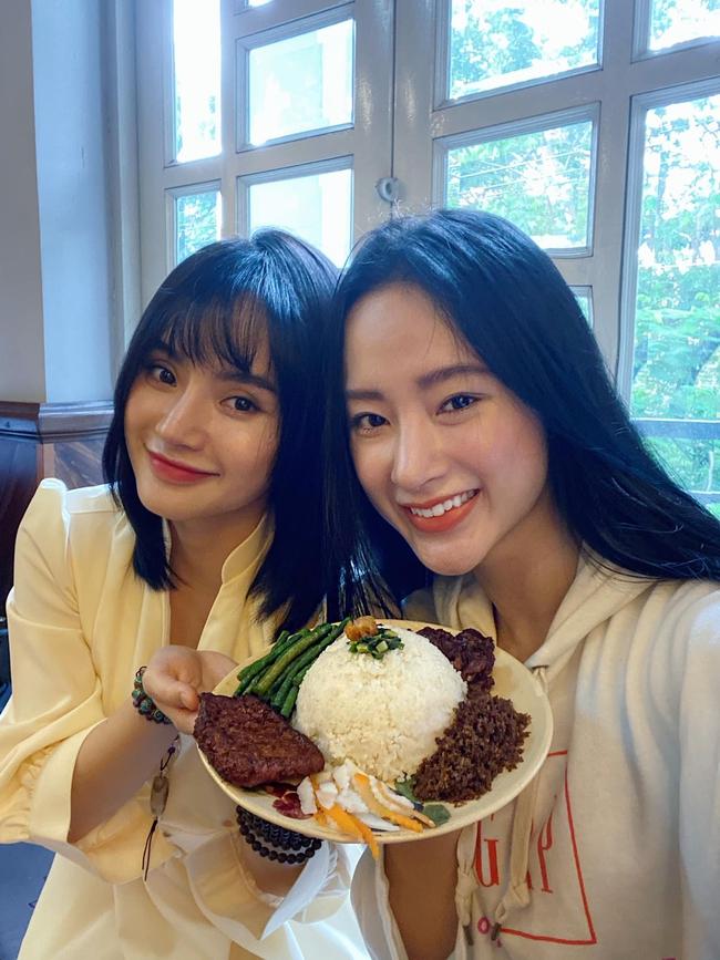 Angela Phương Trinh và em gái được khen ngày càng trẻ đẹp nhờ ăn chay.