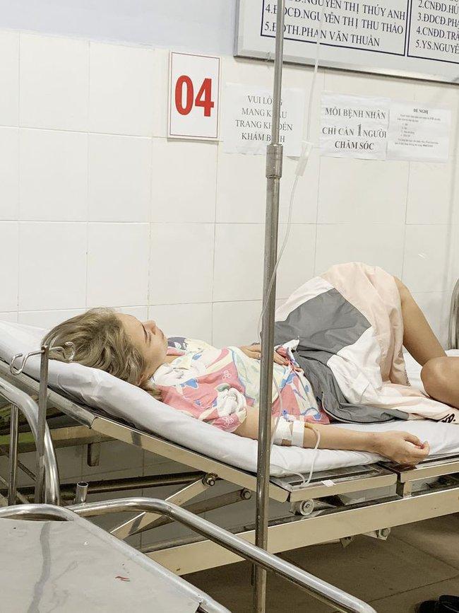 Thái Trinh và Ái Phương nhập viện vì ngộ độc thực phẩm khi đi du lịch chung  - Ảnh 2.