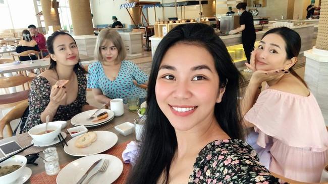 Thái Trinh và Ái Phương nhập viện vì ngộ độc thực phẩm khi đi du lịch chung  - Ảnh 3.