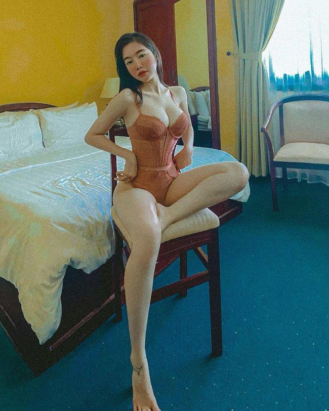 Elly Trần hút ánh nhìn khi diện nội y nóng bỏng.