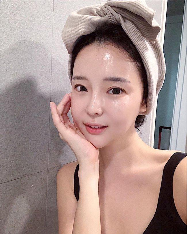 Đắp mặt kiểu lạ như gái Hàn và chống nắng như gái Nhật: Bí quyết sở hữu làn da trắng sáng bật tông cho các nàng  - Ảnh 1.