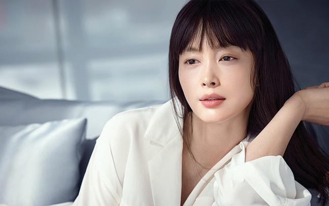 BXH top 10 mỹ nhân đẹp nhất xứ Hàn: Hoàn mỹ như Song Hye Kyo, Son Ye Jin vẫn phải lùi bước trước một người đẹp 49 tuổi  - Ảnh 9.