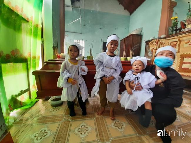Vụ chồng ghen tuông hoang tưởng đâm vợ tử vong ở Nghệ An: Nhói lòng cảnh 3 đứa con thơ khát sữa, gào khóc đòi mẹ - Ảnh 6.