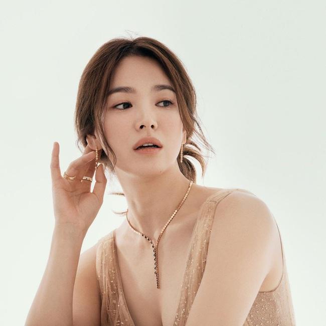 BXH top 10 mỹ nhân đẹp nhất xứ Hàn: Hoàn mỹ như Song Hye Kyo, Son Ye Jin vẫn phải lùi bước trước một người đẹp 49 tuổi  - Ảnh 5.