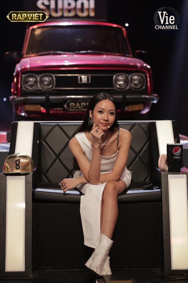 """Rap Việt: Gừng - Tage đối đầu cực căng nhưng màn lột xác quyến rũ của """"chị đại"""" Suboi mới là điều gây chú ý - Ảnh 6."""