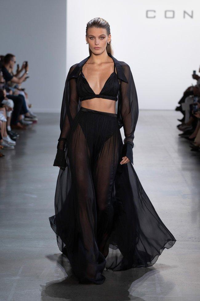 Jennifer Lopez khoe body nóng bỏng ở tuổi 51 trong thiết kế của nhà mốt Công Trí  - Ảnh 5.