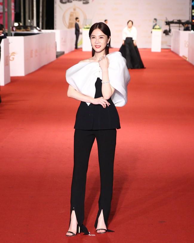 Thảm đỏ lễ trao giải Kim Chung lần thứ 55: Dàn mỹ nhân xứ Đài diện đầm quyến rũ tới mấy cũng hoàn toàn lu mời trước mỹ nam diện váy - Ảnh 10.
