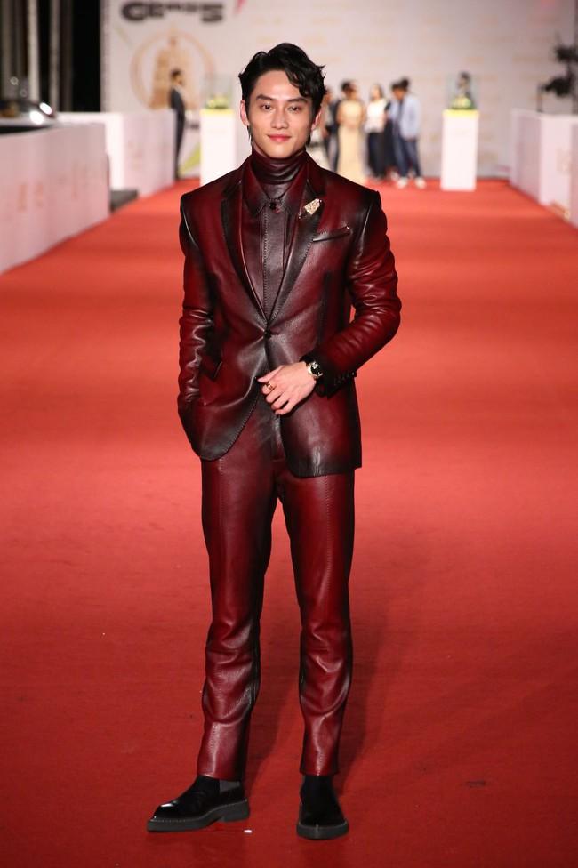 Thảm đỏ lễ trao giải Kim Chung lần thứ 55: Dàn mỹ nhân xứ Đài diện đầm quyến rũ tới mấy cũng hoàn toàn lu mời trước mỹ nam diện váy - Ảnh 13.