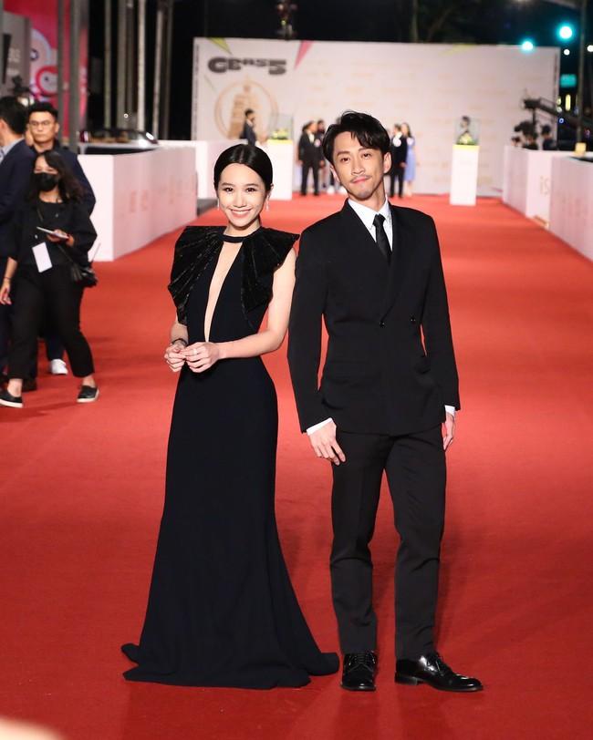 Thảm đỏ lễ trao giải Kim Chung lần thứ 55: Dàn mỹ nhân xứ Đài diện đầm quyến rũ tới mấy cũng hoàn toàn lu mời trước mỹ nam diện váy - Ảnh 15.