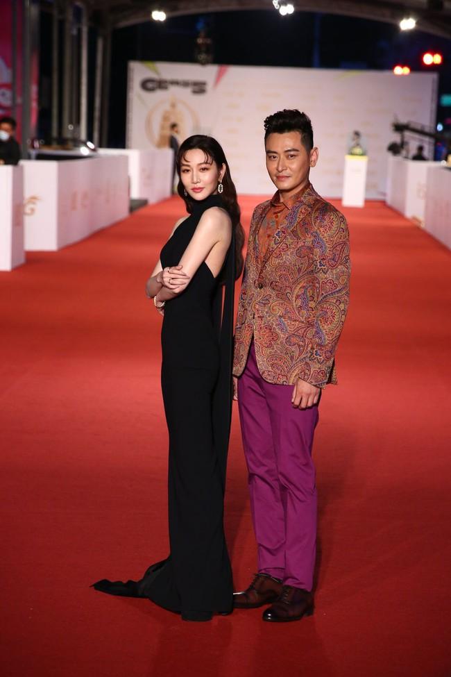Thảm đỏ lễ trao giải Kim Chung lần thứ 55: Dàn mỹ nhân xứ Đài diện đầm quyến rũ tới mấy cũng hoàn toàn lu mời trước mỹ nam diện váy - Ảnh 17.