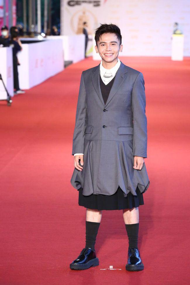 Thảm đỏ lễ trao giải Kim Chung lần thứ 55: Dàn mỹ nhân xứ Đài diện đầm quyến rũ tới mấy cũng hoàn toàn lu mời trước mỹ nam diện váy - Ảnh 22.