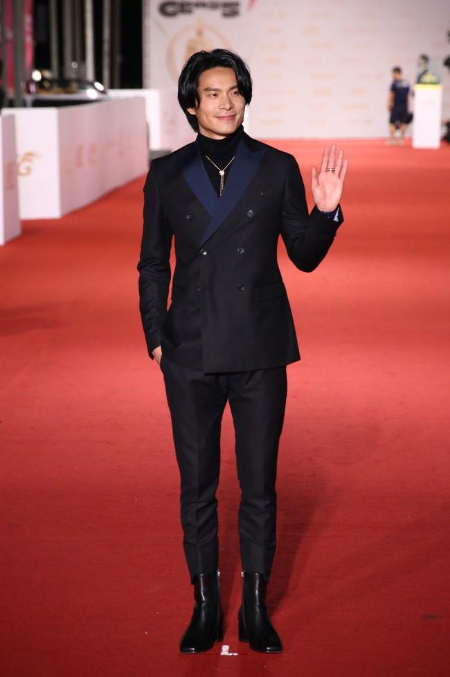 Thảm đỏ lễ trao giải Kim Chung lần thứ 55: Dàn mỹ nhân xứ Đài diện đầm quyến rũ tới mấy cũng hoàn toàn lu mời trước mỹ nam diện váy - Ảnh 7.