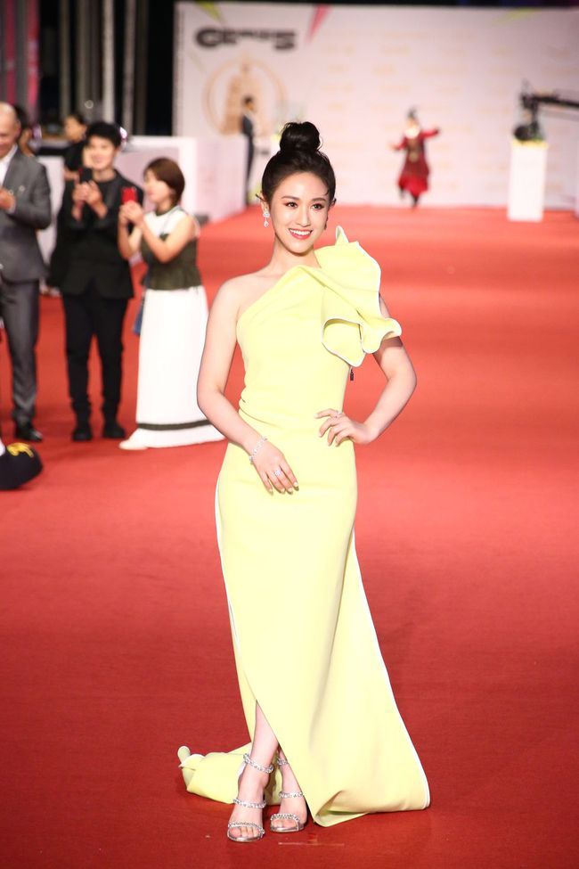 Thảm đỏ lễ trao giải Kim Chung lần thứ 55: Dàn mỹ nhân xứ Đài diện đầm quyến rũ tới mấy cũng hoàn toàn lu mời trước mỹ nam diện váy - Ảnh 8.