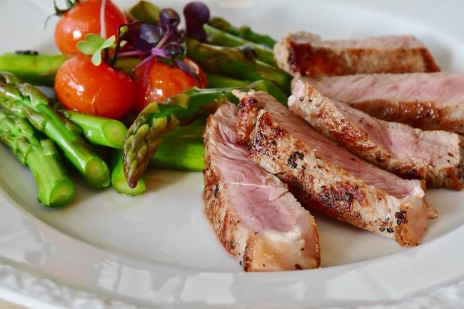 """Cuối tuần ấm cúng và """"chanh sả"""" tại gia với món steak tưởng khó mà vô cùng đơn giản, chỉ 30 phút đeo tạp dề là xong! - Ảnh 5."""